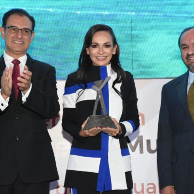 Dan a Laura Fernández premio a la Mejor Gestión Municipal de México 2019