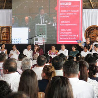 Con la ausencia de diputados y alcaldes morenistas, diputados federales de Morena rinden informe en Cancún
