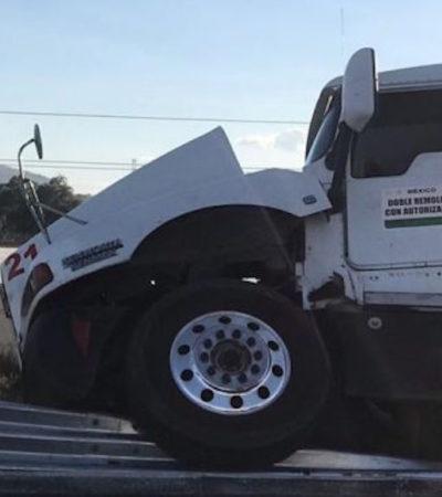 EVITA ATRACO CON SU VIDA: Conductor de tráiler es herido de bala, pero logra embestir auto de asaltantes… Él murió y ellos también