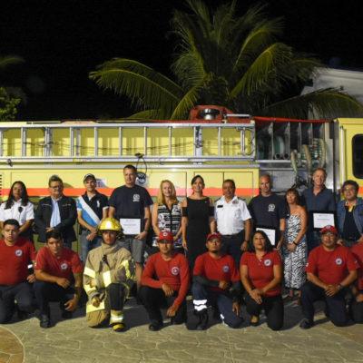 Llega a Puerto Morelos carro bomba donado por bomberos canadienses