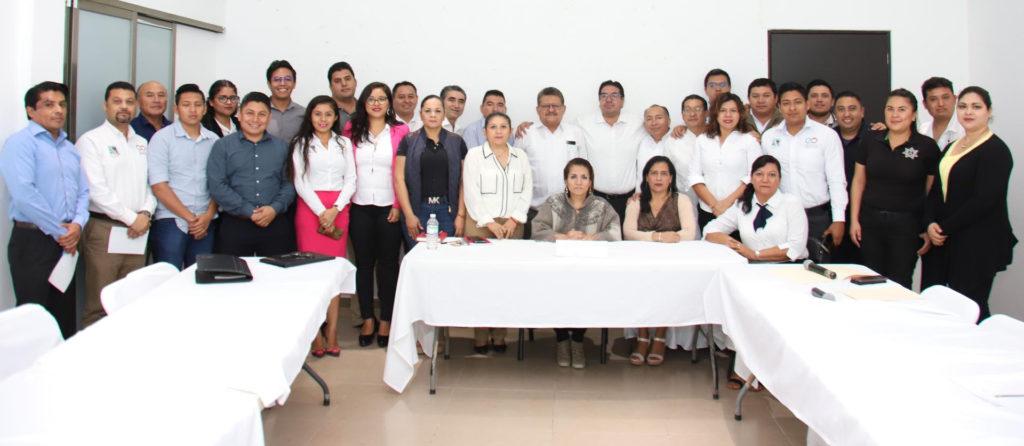 Imparten conferencia magistral sobre combate a la corrupción para funcionarios de Puerto Morelos