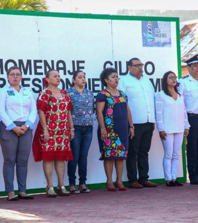 Realizan en Isla Mujeres el primer homenaje del año al lábaro patrio