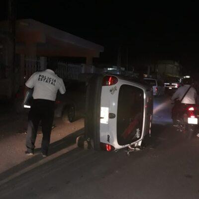 Se registra volcadura en plena ciudad de Chetumal