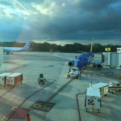 Por lluvia, se desvían 11 vuelos, aunque Aeropuerto de Cancún no cerró