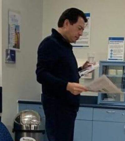 Desdeña Mario Delgado a los servicios públicos de salud y acude al 'ABC', paga factura de 16 mil pesos