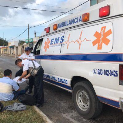 BACHE INVISIBLE PROVOCA ACCIDENTE: Caen de moto por mal estado de la calle, en Chetumal