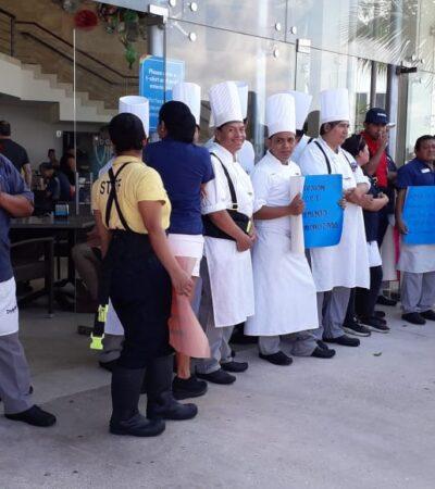 Trabajadores de Dolphin Discovery suspenden labores para exigir revisión de salarios en Cozumel
