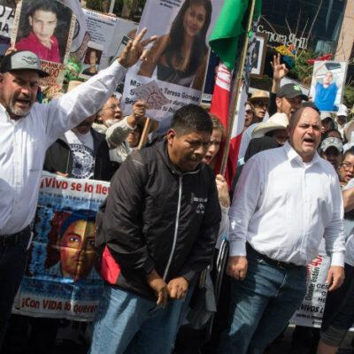 ENTRE RECLAMOS CONTRA LA VIOLENCIA E INSULTOS DE AMLOÍSTAS: Concluye la Caravana por la Paz, la Justicia y la Verdad frente a Palacio Nacional
