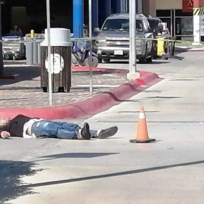 Matan a un hombre en el estacionamiento de Plaza Cumbres, al momento de cometer un posible asalto