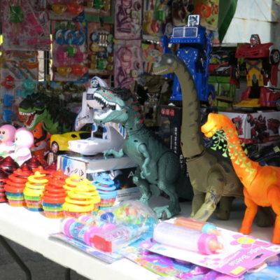 Se preparan comerciantes del Mercado 23 para abastecer de regalos a los Reyes Magos