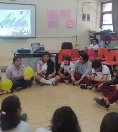 """Participan alumnos de secundaria en la campaña """"De adentro hacia fuera tu valor cuenta"""", en Isla Mujeres"""