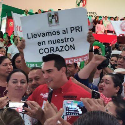 Reaparecen exfuncionarios priístas en toma de protesta de Candy Ayuso en Chetumal