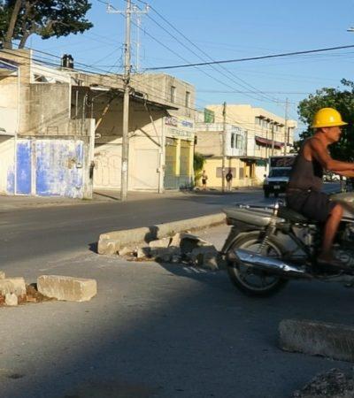 DESAFÍAN CONDUCTORES PLAN DE MOVILIDAD EN CANCÚN: Destruyen infraestructura vial para crear retornos improvisados y acortar trayectos en la avenida Kabah