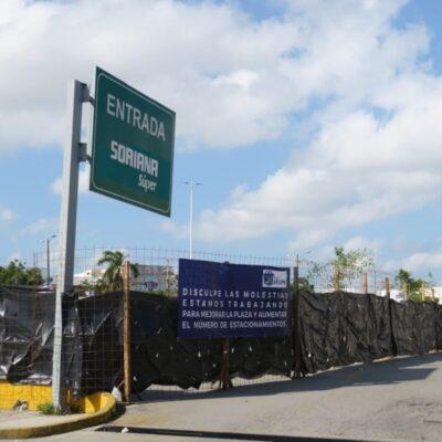 Obra en Multiplaza La Luna es para aumentar el número de cajones de estacionamiento, aclara letrero colocado