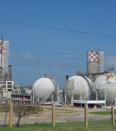 RESUCITA AMLO PLANTA CHATARRA: A pesar de deudas, costos y déficit de gas natural, reactivarán plantas de fertilizantes adquiridas por Peña