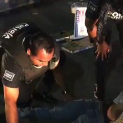 Atropella patrulla escolta de jefe policiaco a motociclista en Playa del Carmen