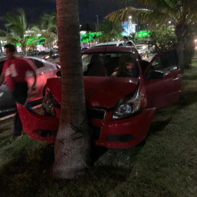 Carambola de cuatro vehículos en hora pico frente a Plaza Outlet causa congestionamiento vial en la Andrés Quintana Roo