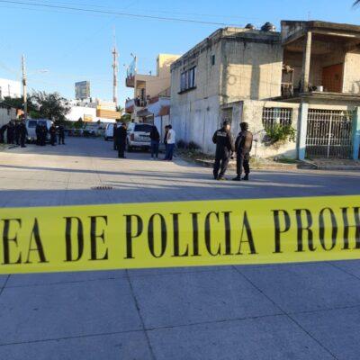Confirman detención de tres hombres por atacar a una mujer policía en Cancún