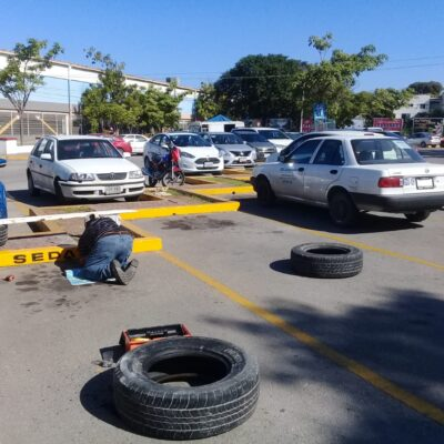 Eliminar sitios públicos de estacionamiento permitirá que plazas comerciales cobren en Playa del Carmen