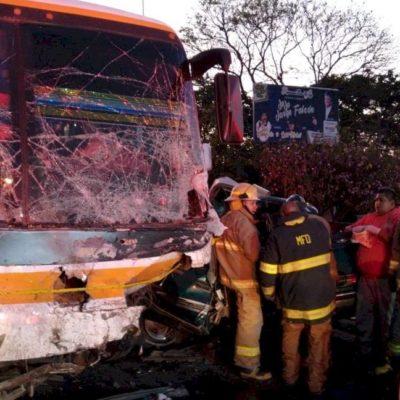 Deja choque de autobús con camioneta saldo de cinco muertos y diez heridos en Jalisco