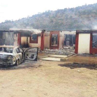 Comando ataca un poblado en Chihuahua e incendia 22 viviendas; habrían 'levantado' a varias personas