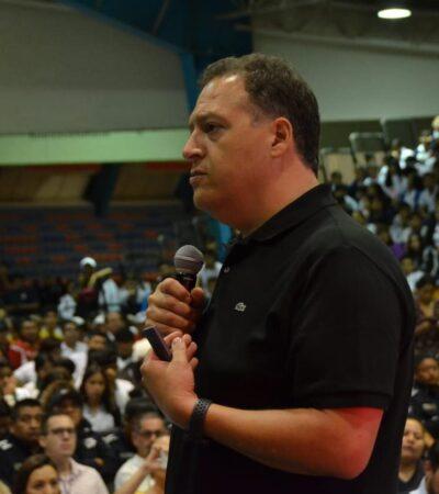 """""""TENGO 42 AÑOS Y HACE 26 QUE VIVO HORAS EXTRAS"""": Hijo de Pablo Escobar pide a jóvenes de Cancún no engrosar filas del narco"""