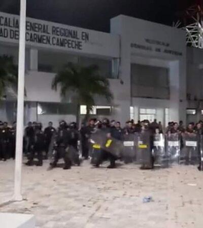 Gresca entre ciudadanos y policías por supuesta 'detención' de once niños en Ciudad del Carmen