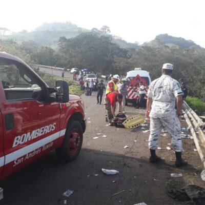 FOTOS | Vuelca camión con migrantes en Veracruz; reportan un muerto y 45 heridos