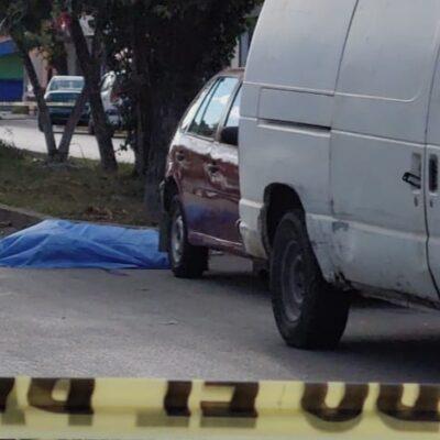 Asaltantes matan a transeúnte a puñaladas en Cancún