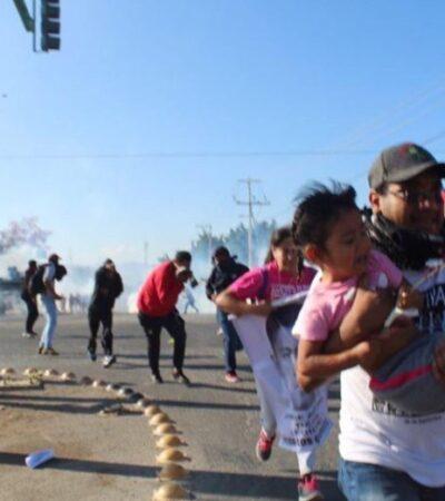Reprimen en Chiapas a normalistas de Ayotzinapa y a padres de los 43 desaparecidos con saldo de al menos 4 heridos