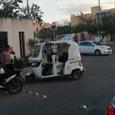 Mototaxi con familia choca contra camioneta en Playa del Carmen