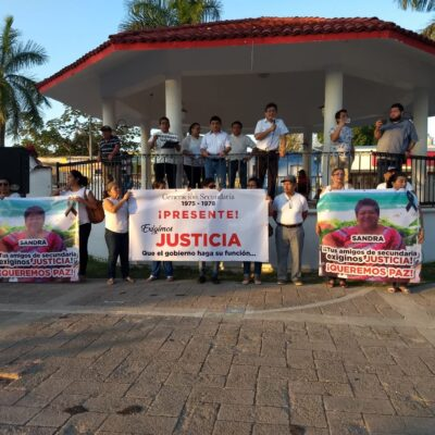 Marchan ciudadanos en exigencia de paz, en Felipe Carrillo Puerto