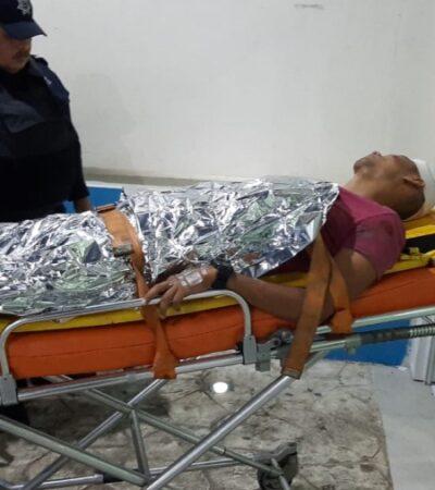 Conductor resulta lesionado de gravedad tras caer de motocicleta mientras huía de policías en Cancún