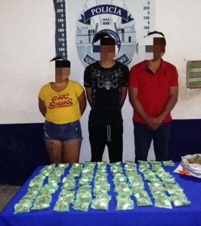 Detienen a dos hombres y una mujer con más de 90 dosis de marihuana en Cancún