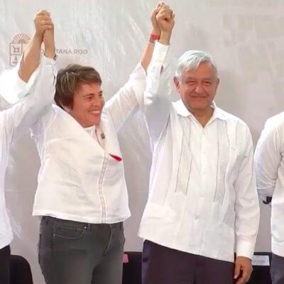 ALCALDESA HABLA FUERA DE PROGRAMA: Laura Beristain se salta el protocolo, toma el micrófono y arma su show durante visita de AMLO
