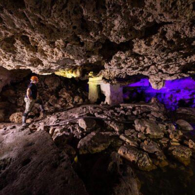 Resguarda Protección Civil cenote con altar maya en Playa del Carmen; desde hace un año fue reportado al INAH y seguía abandonado