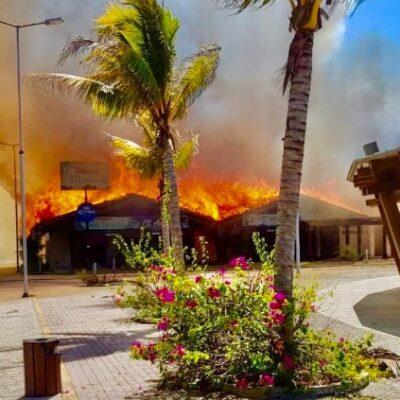 Incendian casi 40 palapas de restaurantes en Puerto Madero, Chiapas