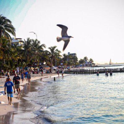Recibe Isla Mujeres a visitantes con playas en óptimas condiciones en fin de semana largo