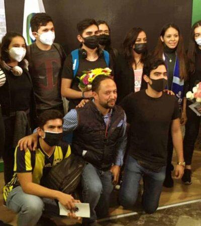 Arriban a México estudiantes de Guanajuato que se encontraban varados en China