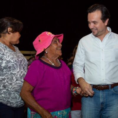Vecinos de la colonia Flores Magón agradecen a Pedro Joaquín por obras de modernización de luminarias
