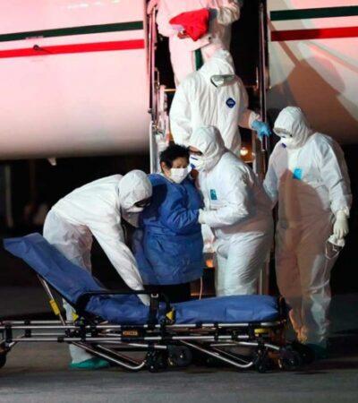 En avión de la Fuerza Aérea Mexicana, llega la maestra yucateca contagiada de coronavirus durante viaje a Perú con su esposo que no sobrevivió