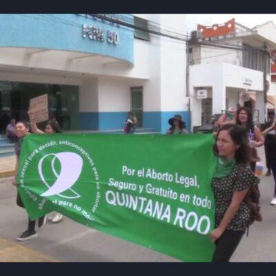 Marchan mujeres en municipio maya de QR a favor del aborto legal