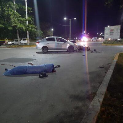 FATAL ACCIDENTE EN LA REGIÓN 240: Arrolla auto a motociclista en Cancún; un muerto