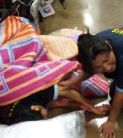 VIDEO | Ladrones irrumpen en un Chedraui con su camioneta y atropellan a una empleada