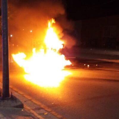 Arde vehículo sobre la López Portillo