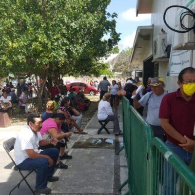 En medio de crisis sanitaria, se aglomeran personas de la tercera edad para cobrar apoyos de la Secretaría del Bienestar en Chetumal