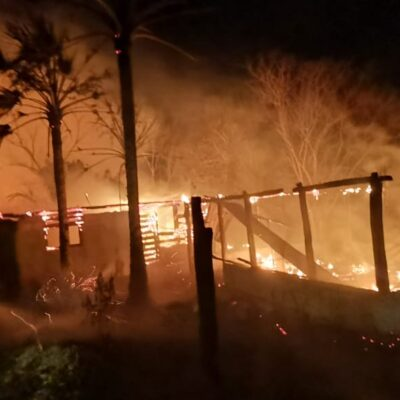 Se incendian palapas en las afueras de José María Morelos