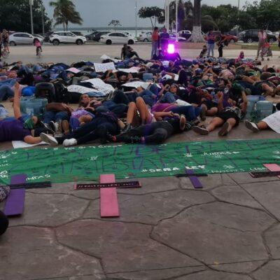 """""""ESTAMOS ANTE UNA EMERGENCIA NACIONAL"""": Gritan en Chetumal un '¡ya basta!' contra la violencia y el desinterés oficial por impulsar políticas públicas que garanticen la seguridad de las mujeres"""