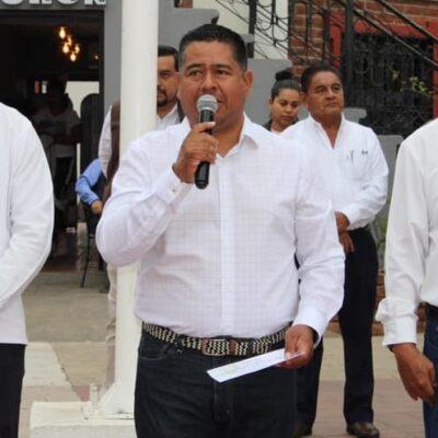 'A ver cuándo nos toca a los hombres', dice alcalde chiapaneco sobre empleadas que se sumaron al paro nacional
