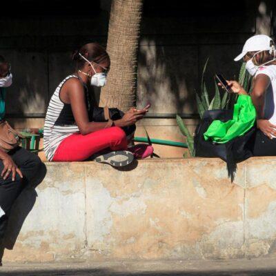 CUBA EN ALERTA POR CORONAVIRUS: La isla cierra fronteras a partir del martes 24; turistas abandonan el país